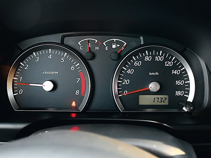 Suzuki Jimny 2013 приборная панель