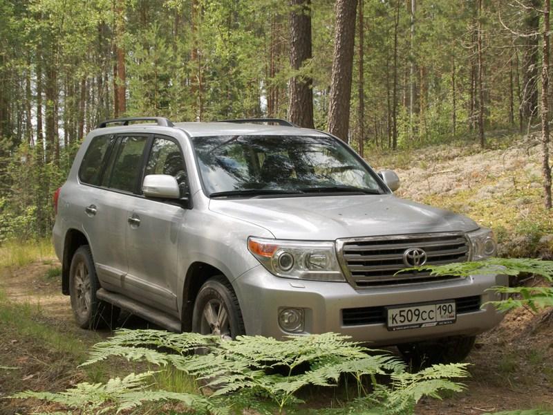Toyota Land Cruiser 200 2012 вид спереди