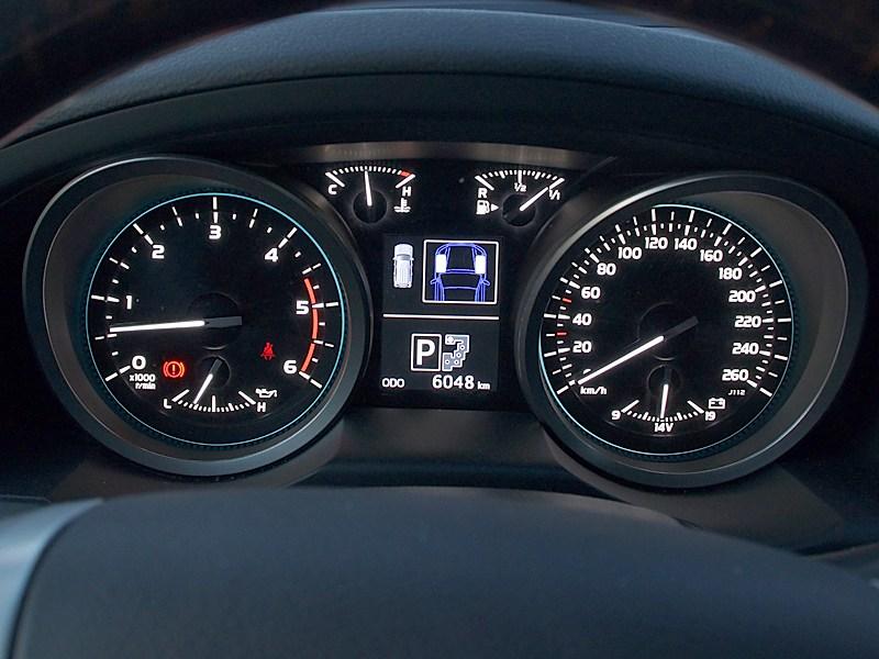 Toyota Land Cruiser 200 2012 приборная панель