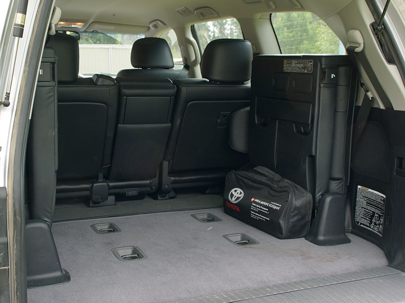 Toyota Land Cruiser 200 2012 багажное отделение