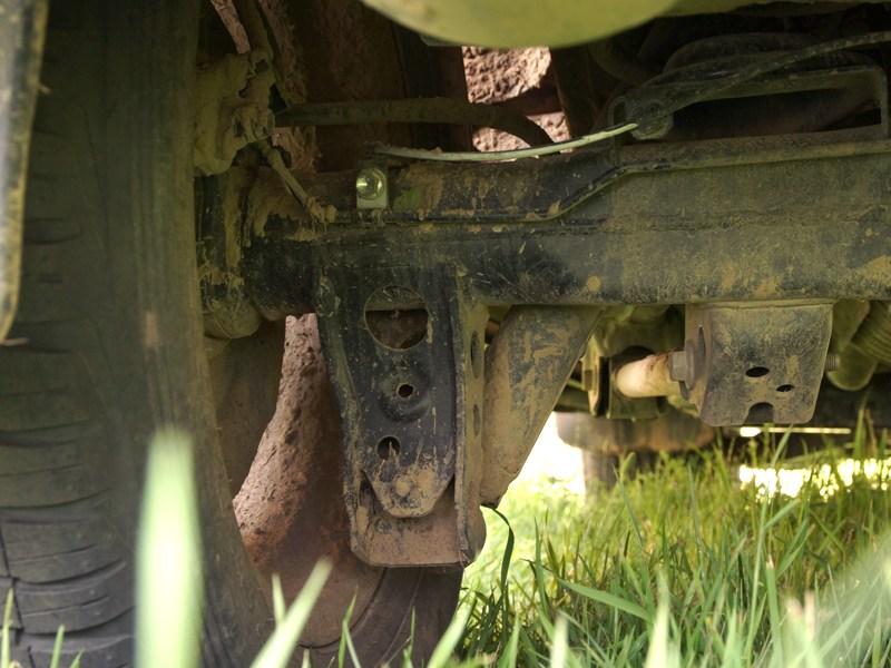 Toyota Land Cruiser 200 2012 кронштейн нижнего крепления задних амортизаторов