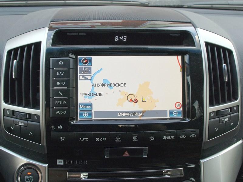 Toyota Land Cruiser 200 2012 индикация на 8-дюймовом сенсорном дисплее мультимедийной системы