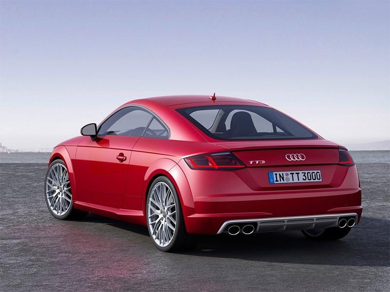 Audi TTs 2014 вид сзади