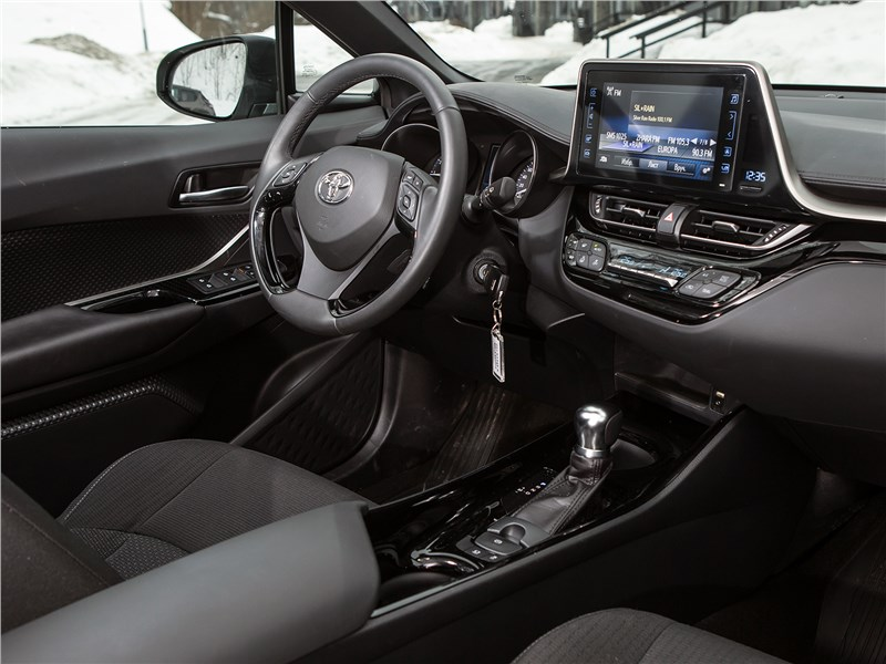 Toyota C-HR 2017 салон