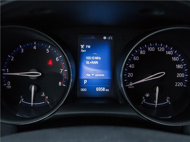 Toyota C-HR 2017 приборная панель