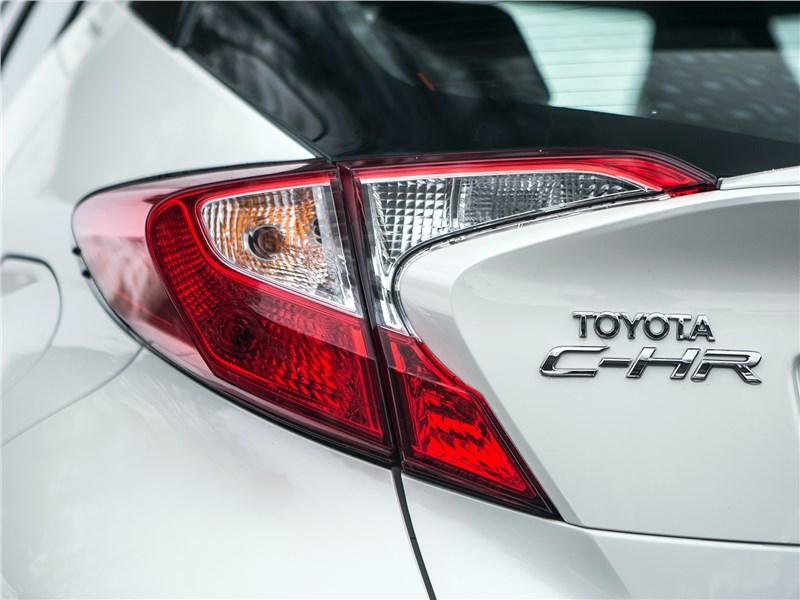 Toyota C-HR 2017 задний фонарь