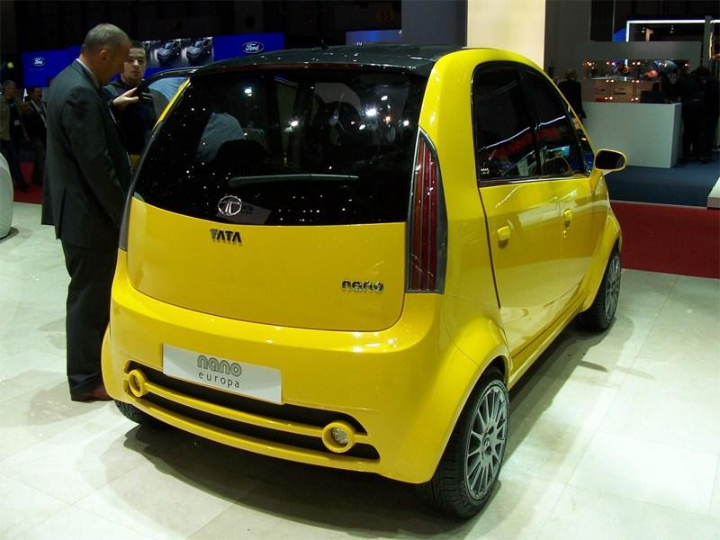 Tata Nano 2009 вид сзади