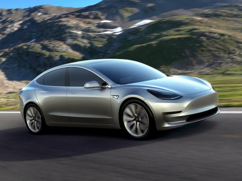 Tesla Motors начнет выпуск нового электромобиля Model 3 вначале осени