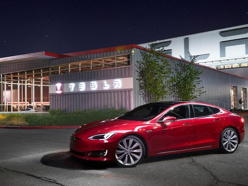 Tesla отказалась от заднеприводных версий Model S