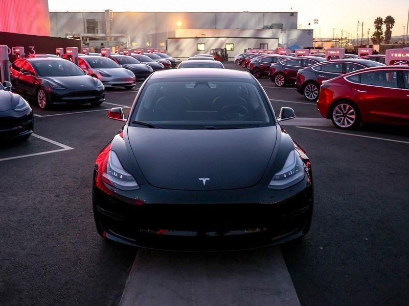 Самый мощный вариант Tesla Model 3 получит заниженную подвеску Фото Авто Коломна