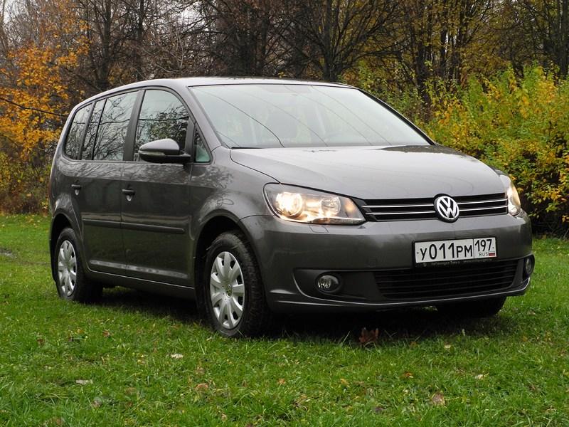 Volkswagen Touran 2011 вид спереди