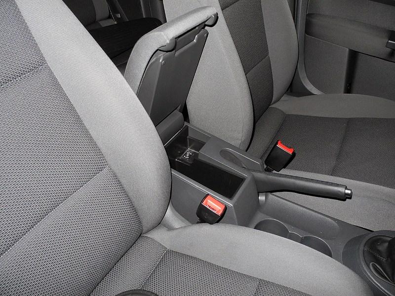 Volkswagen Touran 2011 центральный подлокотник