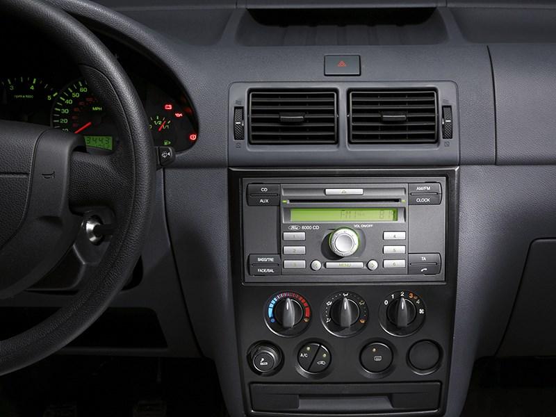 Ford Tourneo Connect 2008 органы управления магнитолы и климата в салоне