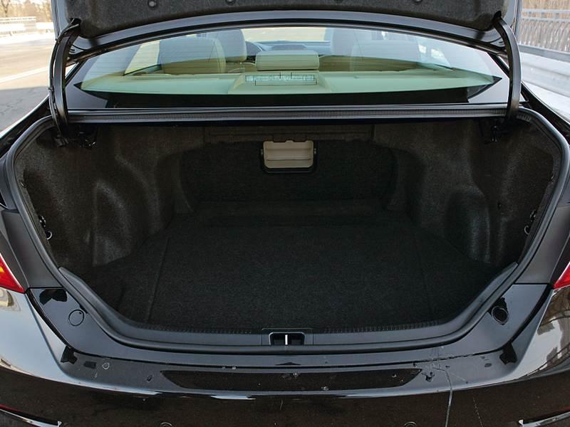 Toyota Camry 2012 багажное отделение