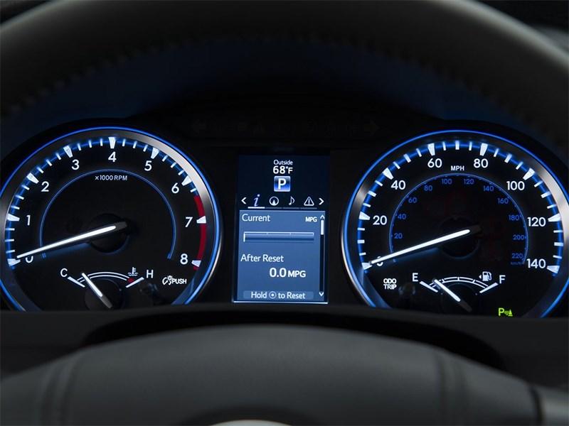 Toyota Highlander 2013 приборная панель