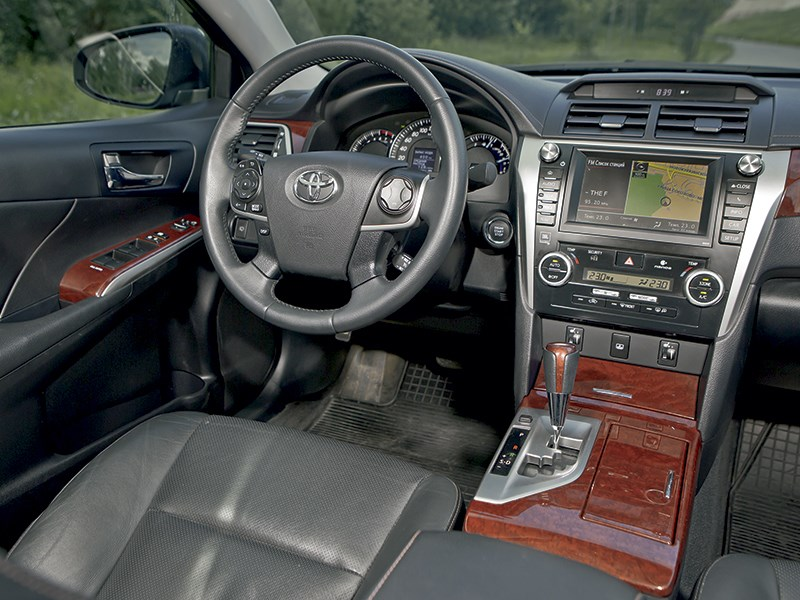 Toyota Camry 2013 салон