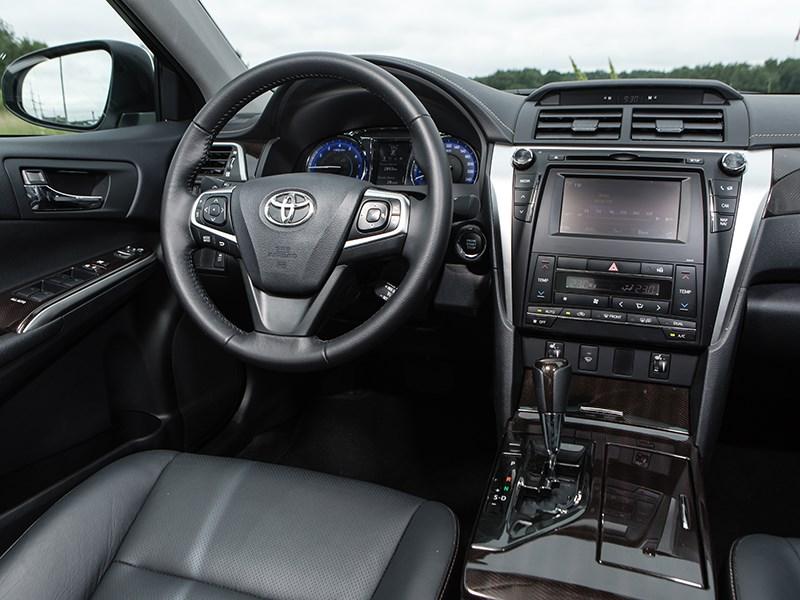 Toyota Camry 2014 салон