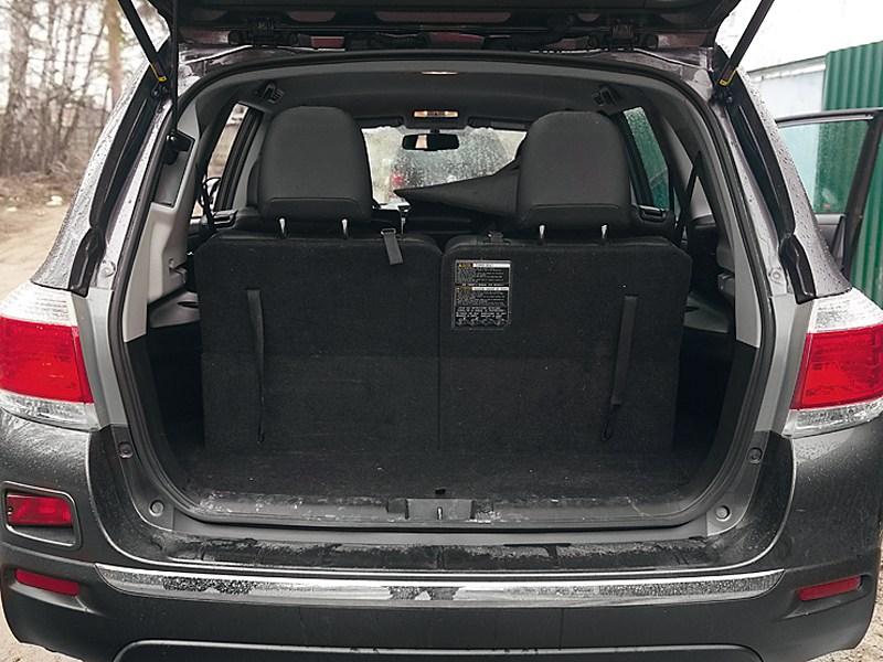 Toyota Highlander 2011 багажное отделение