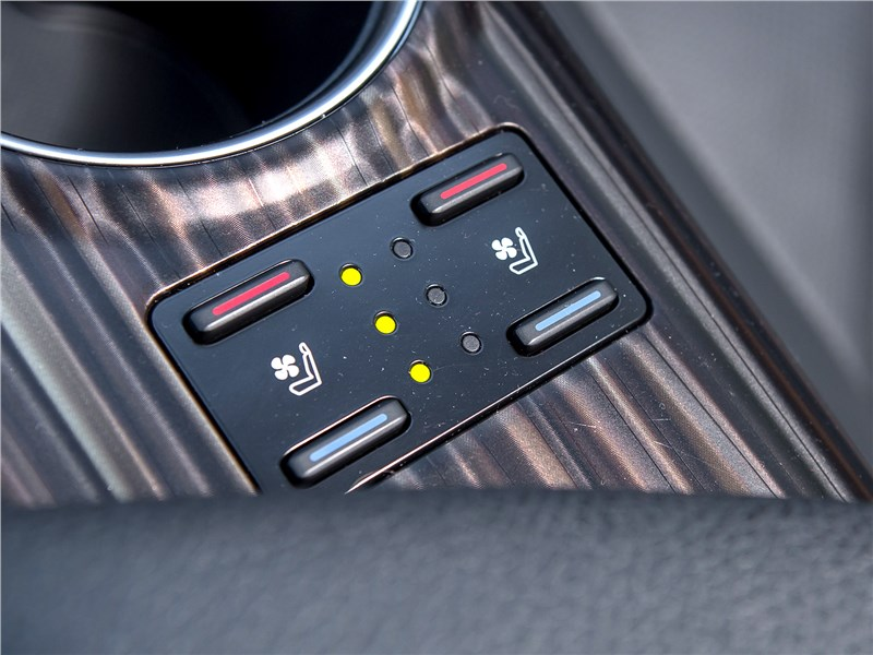 Toyota Camry 2018 подогрев передних сидений