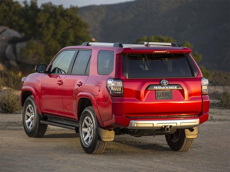 Toyota 4Runner 2013 вид сзади