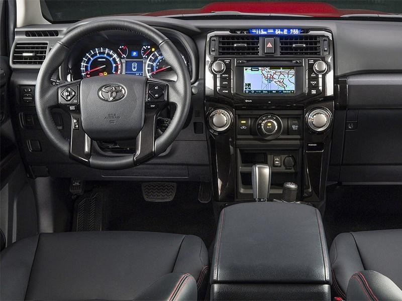 Toyota 4Runner 2013 водительское место