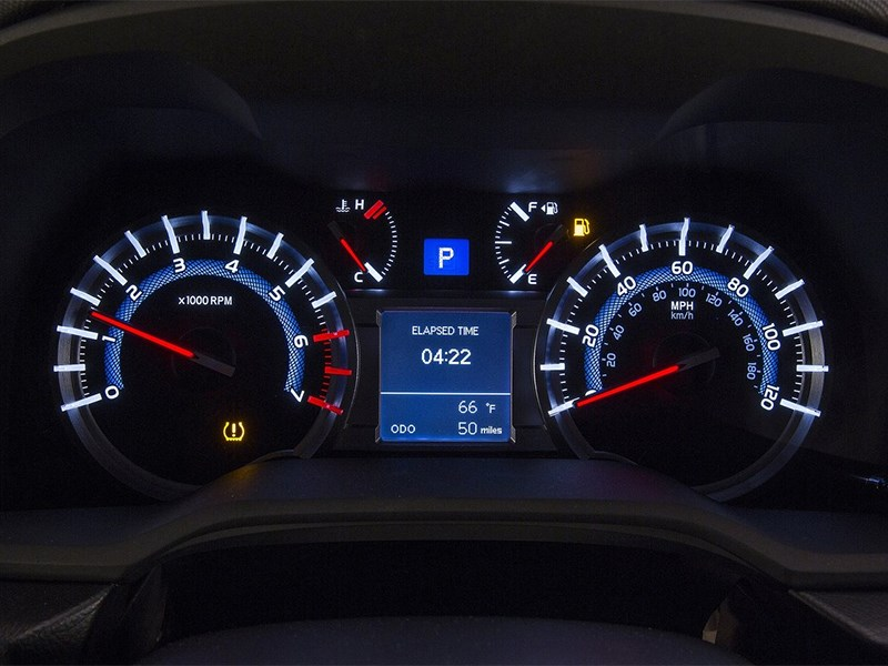 Toyota 4Runner 2013 приборная панель