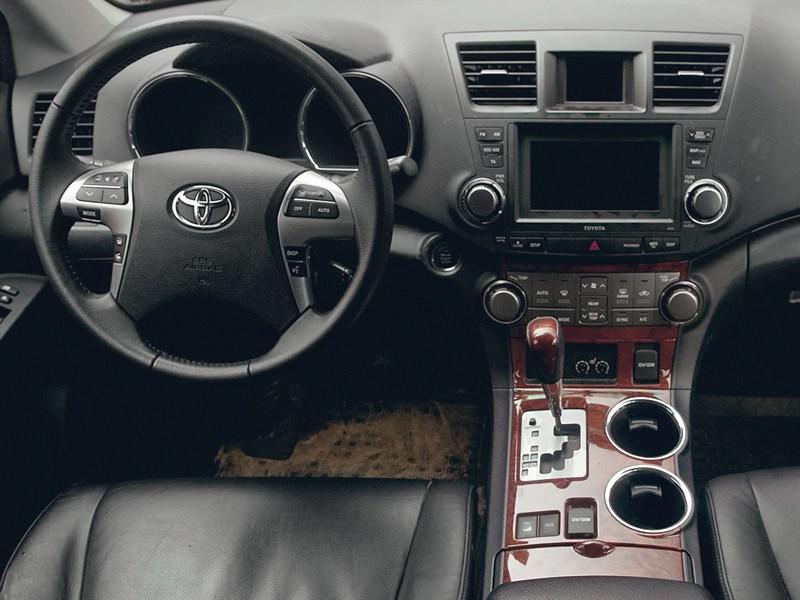 Toyota Highlander 2011 водительское место