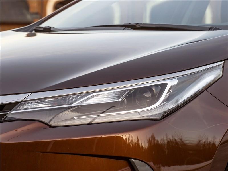 Toyota Corolla 2017 передняя фара