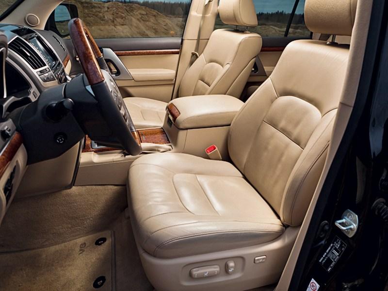 Toyota Land Cruiser 2012 передние кресла
