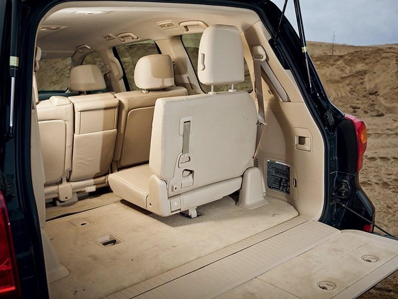 Toyota Land Cruiser 2012 багажное отделение
