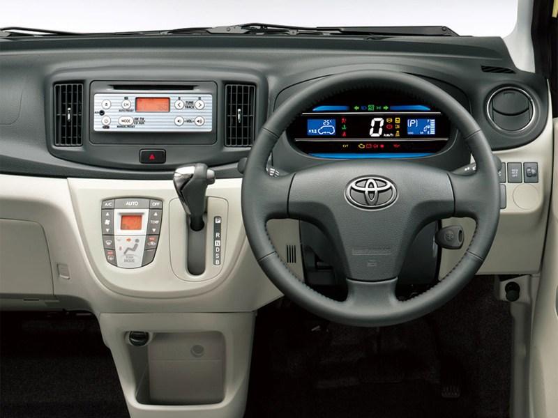 Toyota Pixis Epoch 2013 водительское место