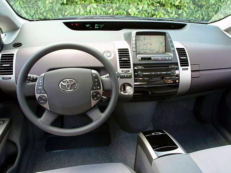 Toyota Prius 2006 второе поколение автомобиля органы управления и приборы