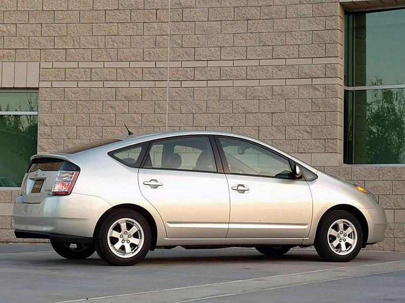 Toyota Prius 2006 второе поколение автомобиля вид справа