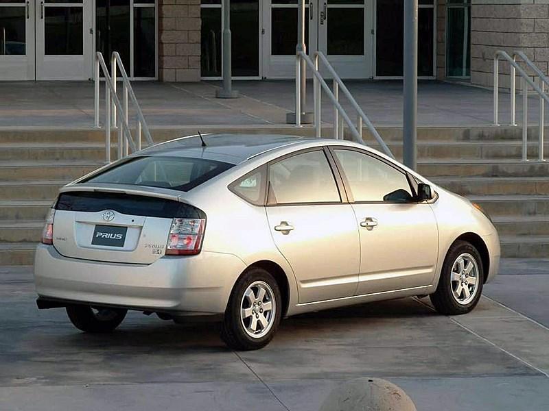 Toyota Prius 2006 второе поколение автомобиля вид справа сзади