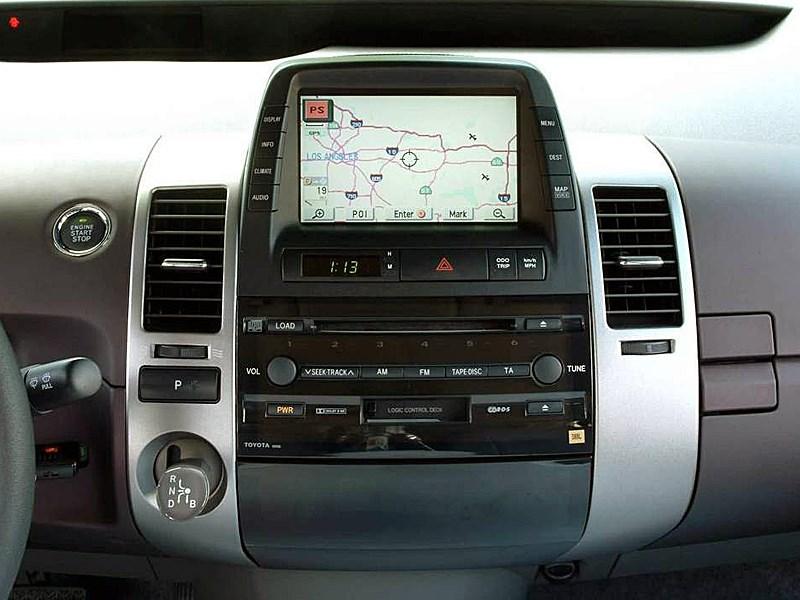 Toyota Prius 2006 второе поколение автомобиля центральная часть торпедо