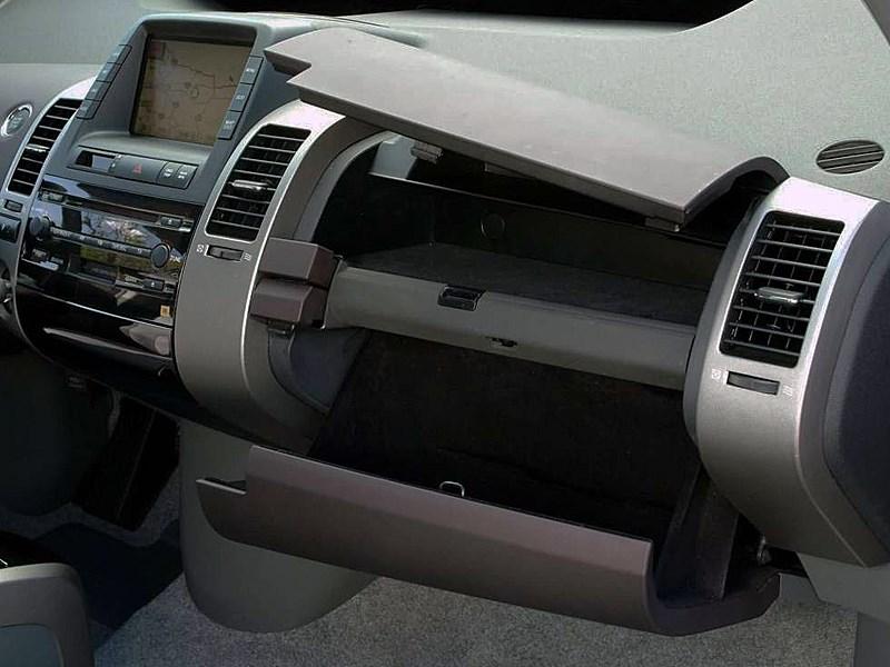 Toyota Prius 2006 второе поколение автомобиля правая часть торпедо
