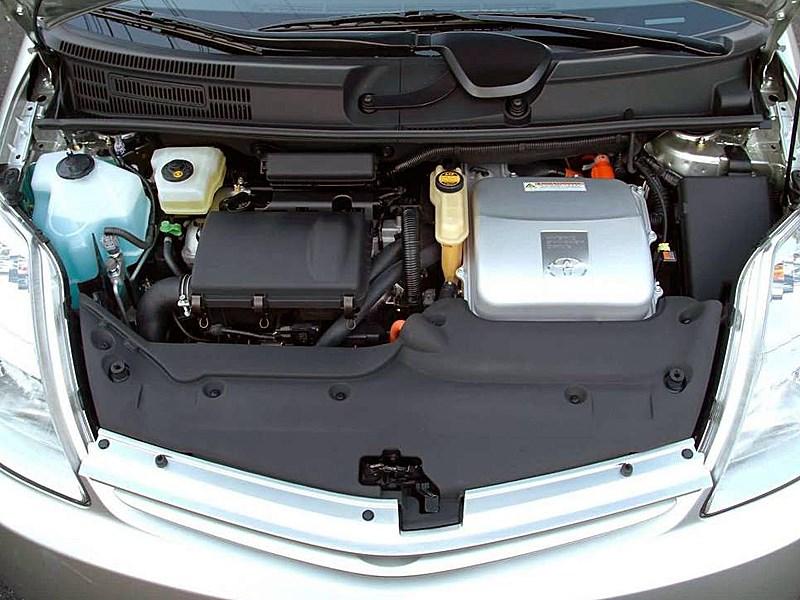 Toyota Prius 2006 второе поколение автомобиля моторный отсек