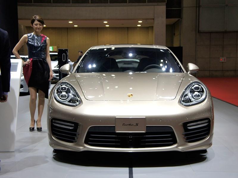 Porsche Panamera Turbo 2013 вид спереди