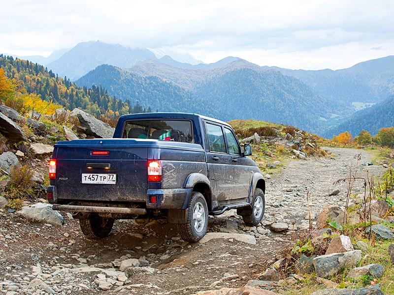 UAZ Pickup 2013 вид сзади