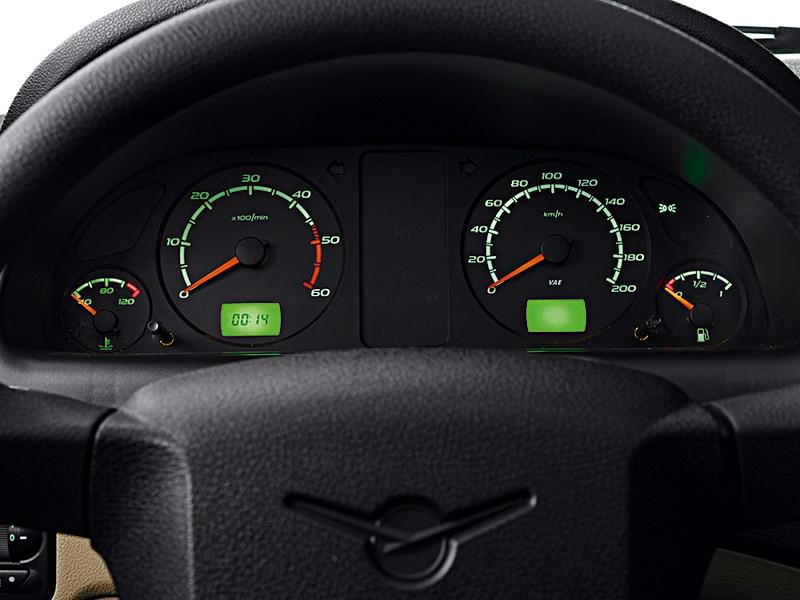 UAZ Pickup 2013 приборная панель
