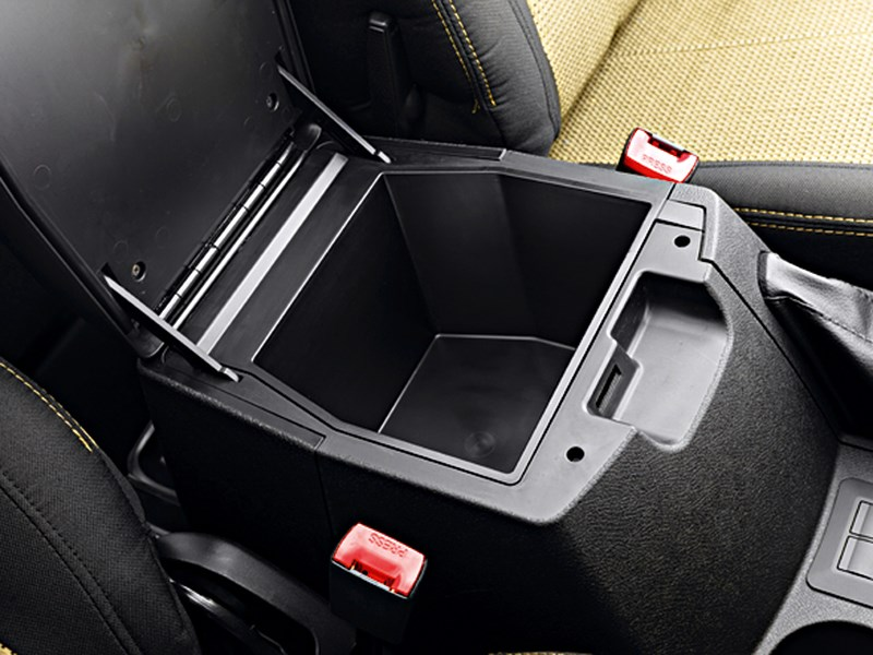 UAZ Pickup 2013 ящик между сиденьями