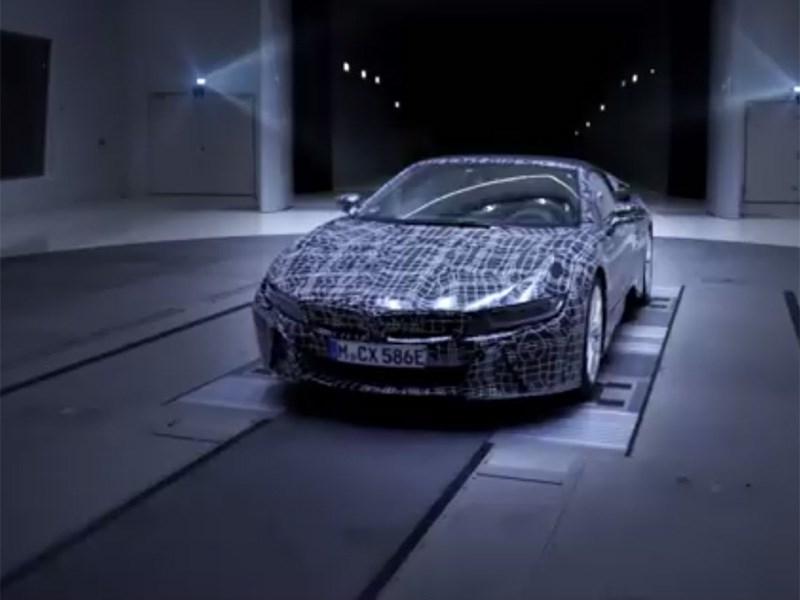 Вглобальной сети появился видео-тизер улучшенного БМВ i8 Roadster