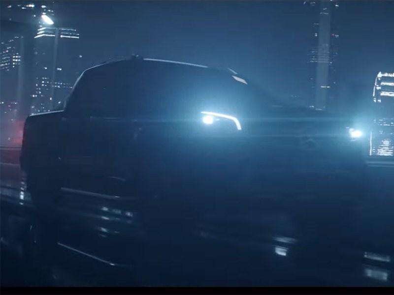 Mercedes продемонстрировал 1-ый серийный пикап натизере