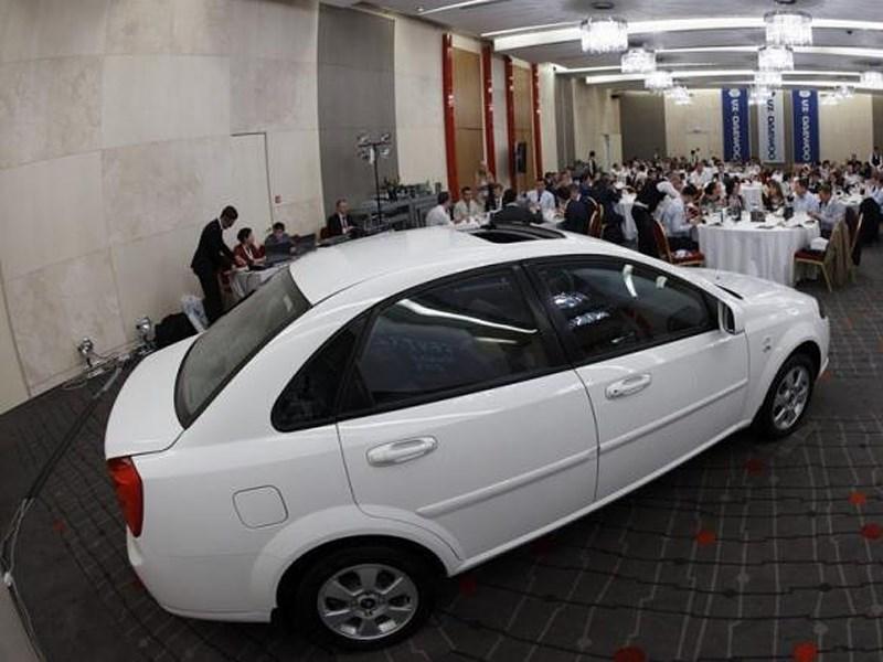 Daewoo Gentra 2013 вид сзади