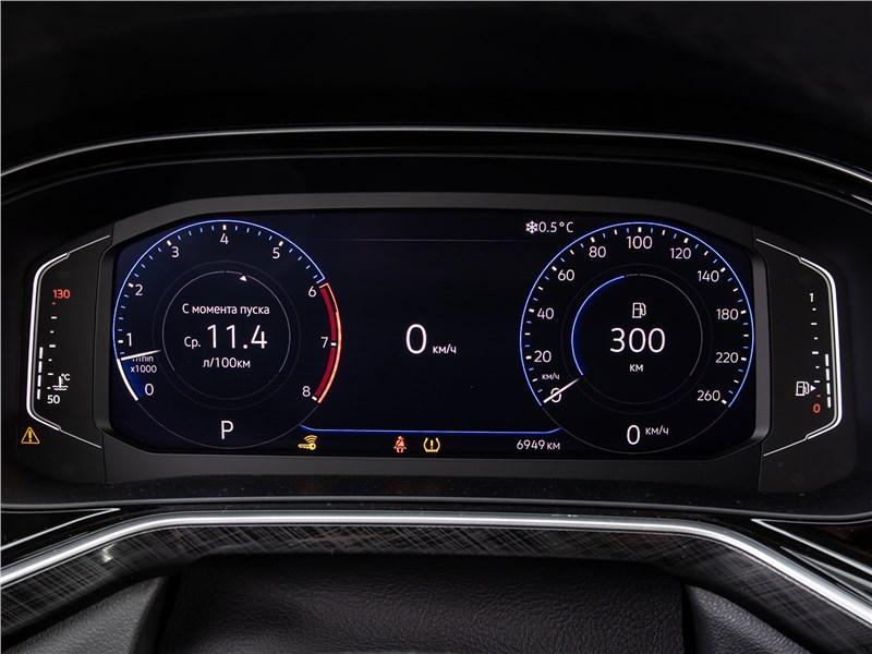 Volkswagen Polo Sedan (2020) приборная панель