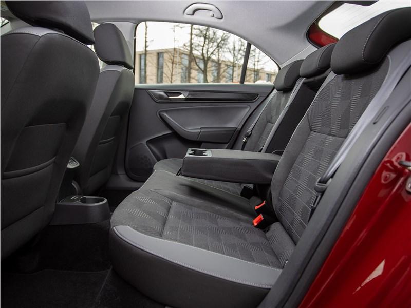 Volkswagen Polo Sedan (2020) задний диван