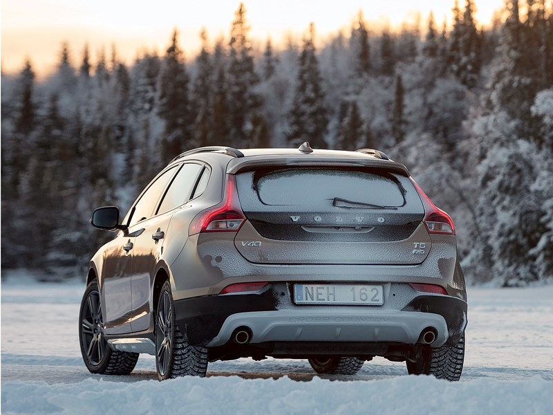 Volvo V40 Cross Country 2013 вид сзади