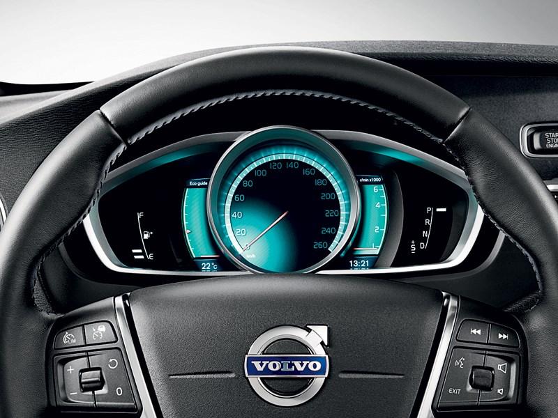 Volvo V40 Cross Country 2013 приборная панель