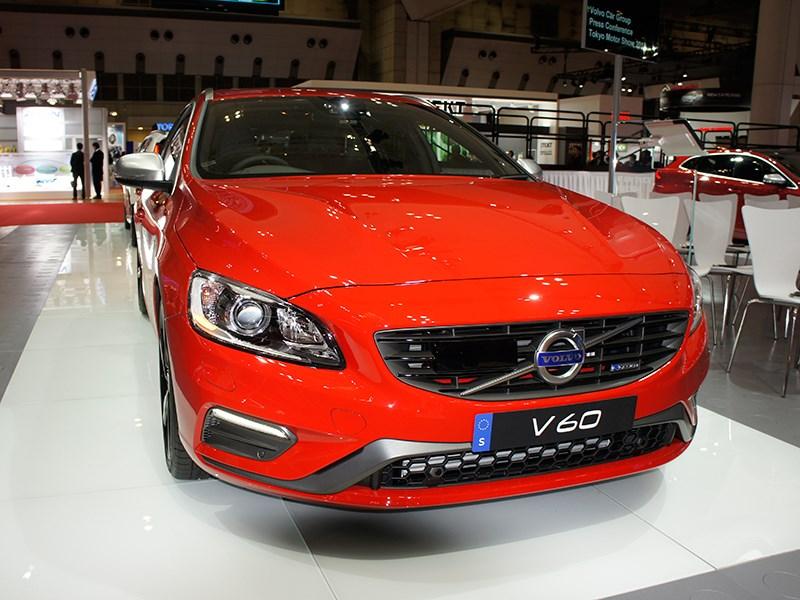 Volvo V60 2013 вид спереди