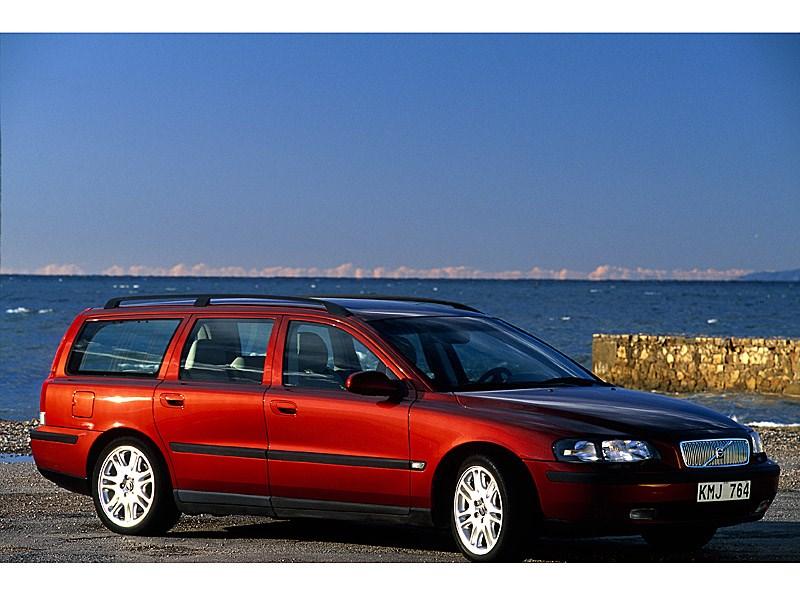 Volvo V70 2001 создан на платформе модели S60